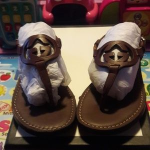 """""""GUCCI TIME"""" Gorgeous brown leather sandals!"""